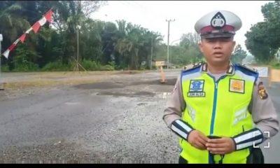 H-1 Idul Fitri 1442 H pos penyekatan Petanang Lubuklinggau terpaksa putarbalikan 2 mobil yang masih nekad mudik – DIVISI HUMAS POLRI
