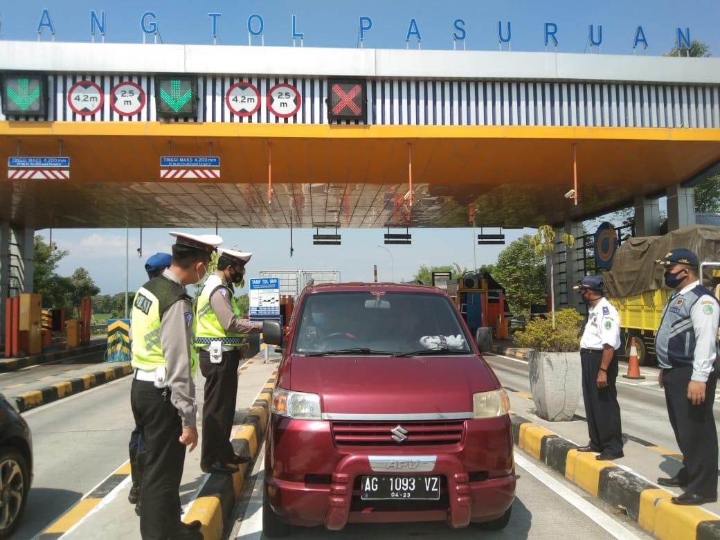 Larangan Mudik, Polres Pasuruan Kota Lakukan Penyekatan Puluhan Kendaraan Putar Balik – DIVISI HUMAS POLRI – Polripresisi.com